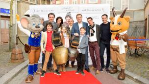 """Kinofilm """"Schellen-Ursli"""" feierte Deutschlandpremiere im Europa-Park – passendes Bauwerk ab Frühjahr im Park"""
