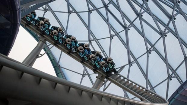 Shanghai Disneyland - Tron Achterbahn - Testfahrt