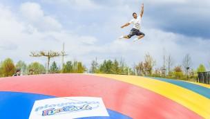 Neue Attraktionen 2016 im PLAYMOBIL-Funpark eingeweiht: Riesen-Hüpfkissen und Trampoline