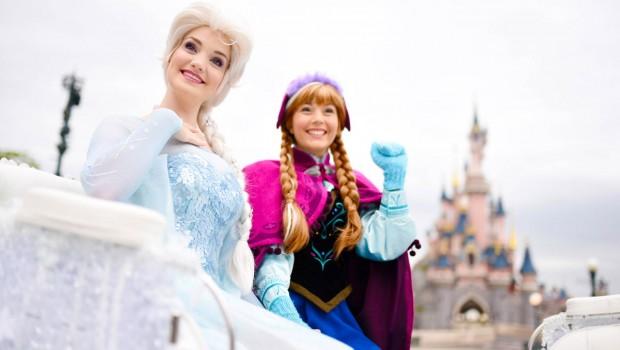 Disneyland Paris - Elsa und Anna in der Kutsche