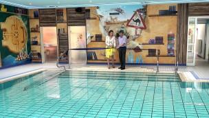 Heide Park unterstützt Projekt für behinderte Kinder: Neueröffnung von Therapie-Schwimmbecken in Soltau