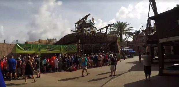 """Warteschlange bei """"Cobra's Curse"""" in Busch Gardens Tampa"""