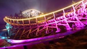 """""""El Toro"""" im Freizeitpark Plohn bei Nacht"""