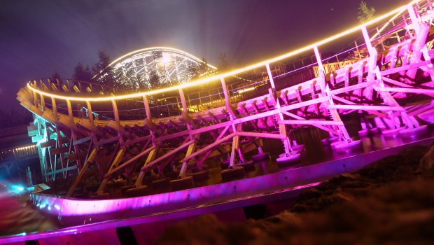 El Toro im Freizeitpark Plohn bei Nacht