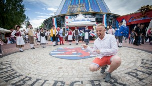 "Ross Antony auf dem ""Luxemburger Platz"" im Europa-Park"