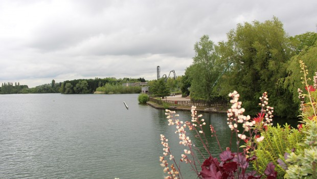 Thorpe Park - Blick über Wasser