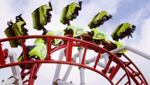 """Unfall in M&D's Scotland Theme Park: """"Tsunami""""-Achterbahn entgleist"""