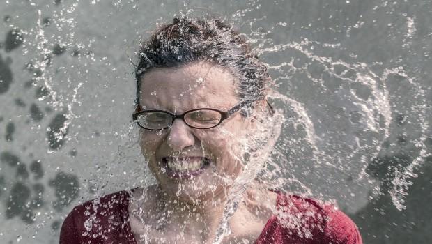 Wasser im Gesicht