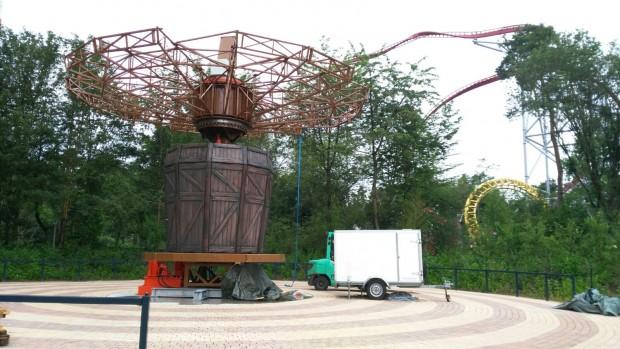 """""""Wellenflieger""""-Aufbau im Holiday Park"""