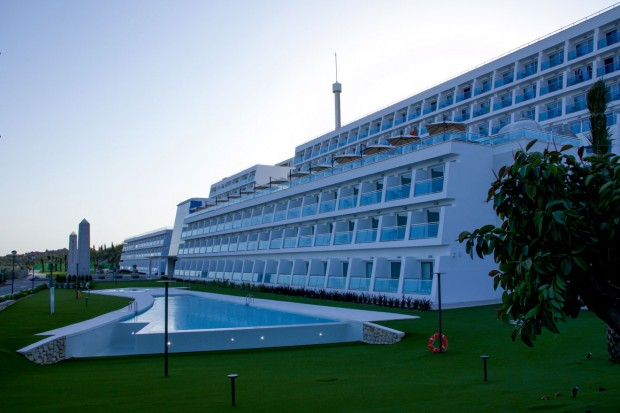 Grand Luxor Hotel Pool