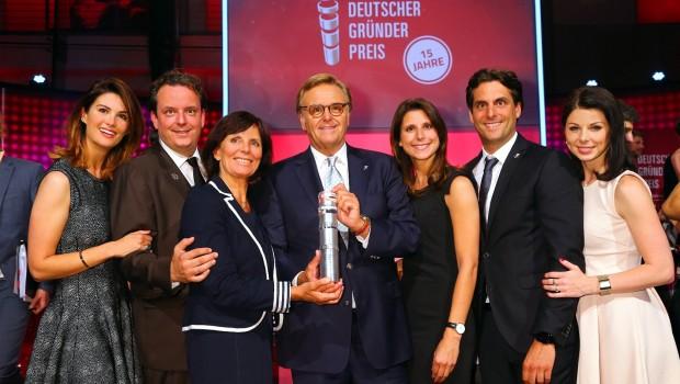 Roland Mack mit seiner Familie beim Deutschen Gründerpreis 2016. (Foto: Europa-Park)