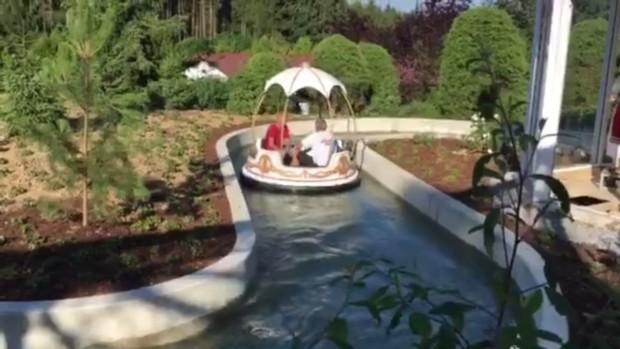 """Testfahrten bei der """"Märchen-Rundbootfahrt"""" im Schwaben-Park"""