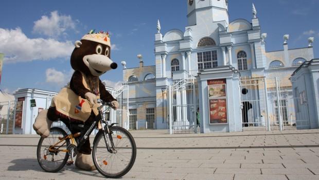 BELANTIS-Maskottchen Buddel auf Mountainbike