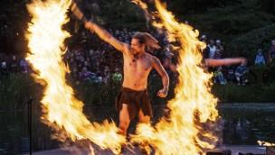 Feuershow bei Dschungelnächten im Jaderpark