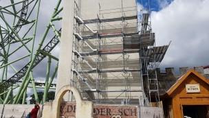 """Hansa-Park spendiert """"Kärnan""""-Turm Thematisierung: Erste Baugerüste an Betonturm der neuen Achterbahn von 2015 aufgetaucht"""