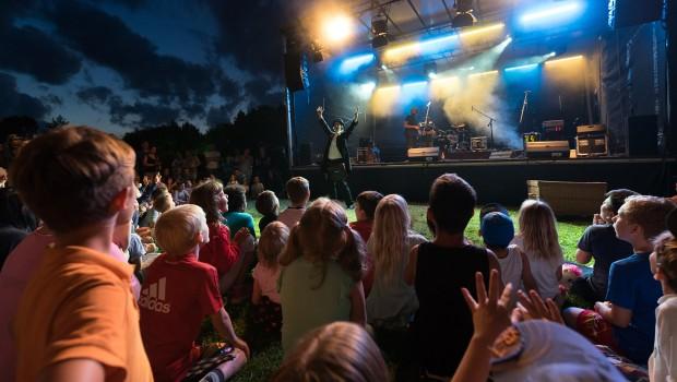 Tobi van Deisner live bei Skyline Park bei Nacht