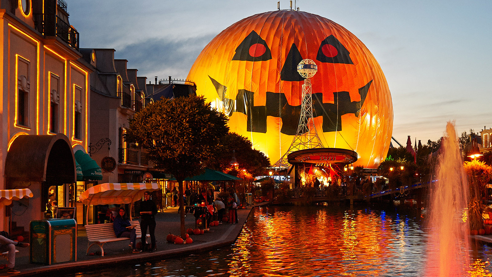 is halloween horror nights busy on thursday