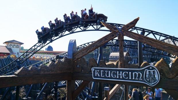 Phantasialand-Klugheim - Holzschild über Eingang