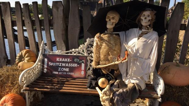 Heide Park Halloweek Skelett-Pärchen