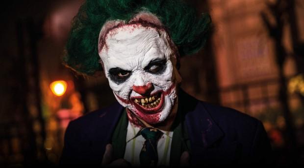 Ein Clown beim Halloween Horror Fest.