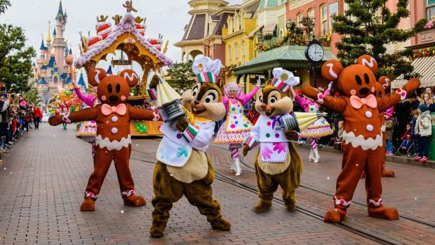 Disneyland Paris Parade zu Weihnachten