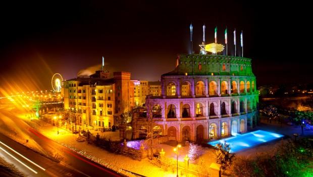 Europa-Park Hotel Colosseo im Winter bei Nacht