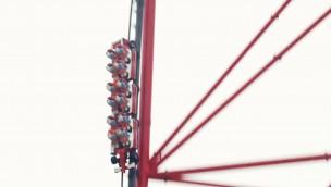 Abschuss auf 180 km/h: Europas schnellste Achterbahn in Ferrari Land macht Testfahrten