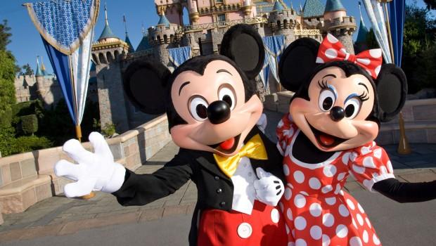 Disneyland Paris Kalifornien - Mickey und Minnie vor Schloss