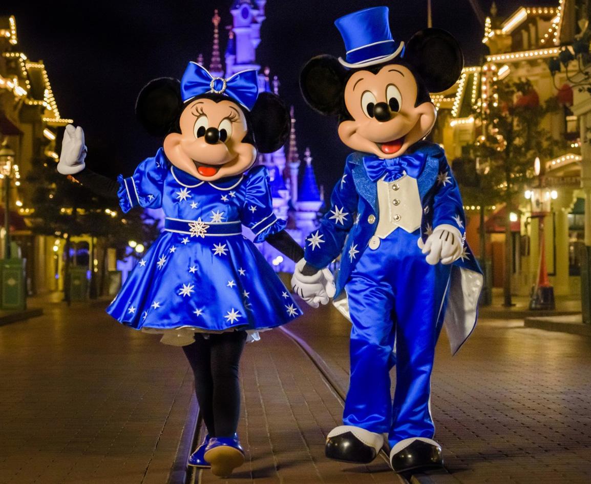 Mickey mouse in disneyland paris 2017 mit neuem outfit - Disneyland paris noel 2017 ...