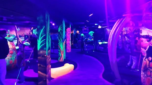 Schwarzlicht-Minigolf - Kids Dinoworld