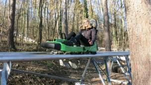 Bobovka U Mlýna eröffnet: Neuer Alpine Coaster in Tschechien führt 1 Kilometer durch den Wald