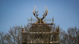 """Efteling-Ferienpark """"Loonsche Land"""" erreicht mit handgefertigtem Geweih höchsten Punkt"""