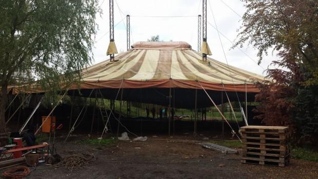 Erlebnistierpark Memleben altes Zirkuszelt
