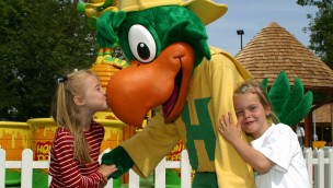 Holiday Park Maskottchen mit Kindern
