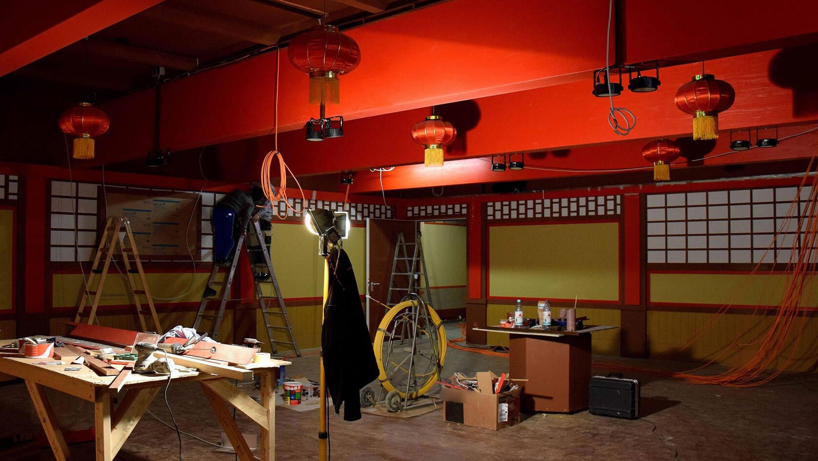 lego ninjago world baustelle im blick innen ansicht der neuen themenfahrt im legoland. Black Bedroom Furniture Sets. Home Design Ideas