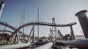 """""""Lech Coaster""""-Baustelle im Blick: Śląskie Wesołe Miasteczko montiert Schienen von neuer Achterbahn"""