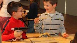 Kunstwerke aus Spaghetti und Federn im Europa-Park: Junge Forscher am Oberrhein