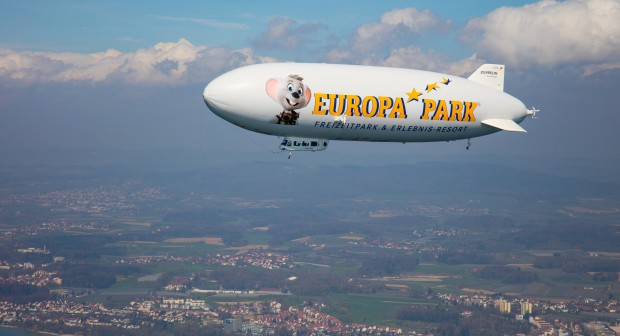 Europa-Park-Zeppelin über dem Bodensee