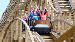 "Plopsaland De Panne eröffnet ""Heidi-Land"" mit Holzachterbahn ""Heidi – The Ride"" am 2. April 2017"