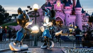 Disneyland Paris 2017 - Deko mit Micky und Minnie vor dem Dornröschenschloss