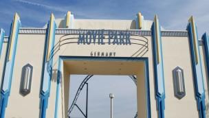 Das neu gestrichene Eingangstor im Movie Park Germany.