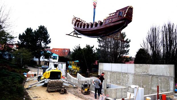 Santa Lore im Schwaben Park - Schiffschaukel Ankunft