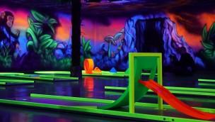 Schwarzlicht-Minigolf im Schwaben-Park eröffnet zum Saisonstart 2017 – Einblick in die Neuheit!