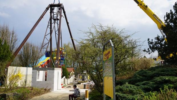 Schwaben-Park Santa Lore Schiffschaukel Aufbau