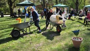 Zoo Rostock - Schubkarrenrennen beim Frühlingsfest 2017