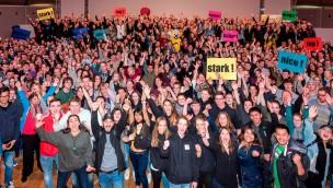800 Jugendliche des Caritasverbandes wurden 2017 für Freiwilligendienst mit Besuch im Europa-Park belohnt