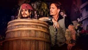 """Disneyland Paris: """"Fluch der Karibik""""-Star Johnny Depp erkundet umgestaltete Piraten-Themenfahrt vor offizieller Wiedereröffnung"""
