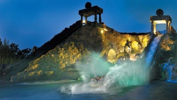 Gardaland Fuga da Atlantide bei Nacht