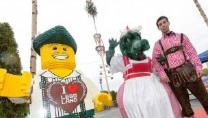 LEGOLAND Deutschland präsentiert 2017 ersten Maibaum mit LEGO-Dekoration