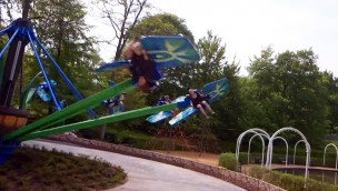 """Sky Racer-Attraktion in Tivoli Friheden eröffnet: So fährt """"Sommerfuglen""""!"""